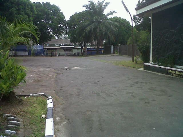 lebar jalan depan gedung