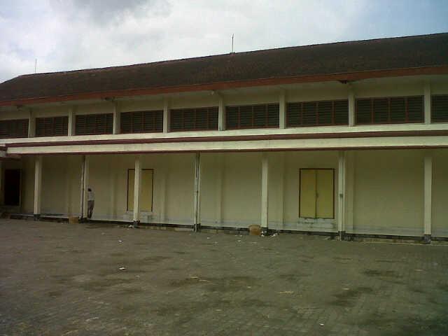 pintu keluar sisi kanan panggung gedung
