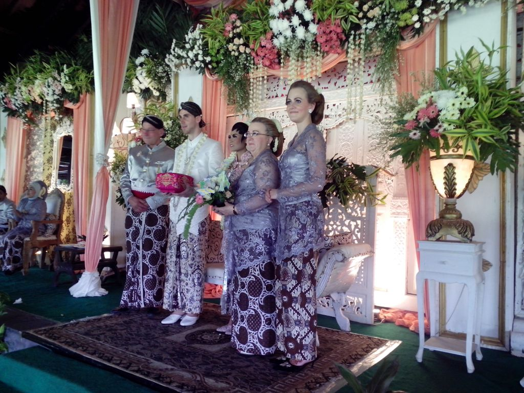 Tina jb jean baptiste dg organizer wedding ingredients wedding date 6 7 mei 2014 wedding venue hyatt regency yogyakarta wedding gown yudi setiawan imogiri yogyakarta junglespirit Choice Image