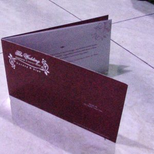 SF3,  Cover : Ivory 310 gram,  Cetak 1 Warna,  Isi : Art papaer 190 gram,  Cetak 1 warna,   Lipat 2 Hotprint nama di cover