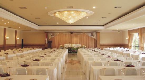 HOTEL PURIASRI, Prambanan Hall & Restoran Pringgodani